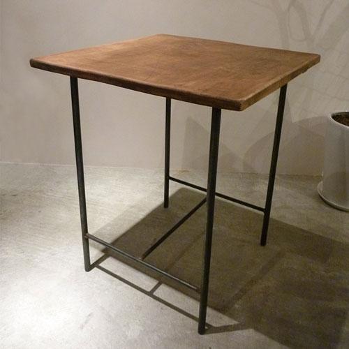 セレクトした中古家具&雑貨/オーダーできるショップ什器/アイアンを使ったオリジナル商品/ショップデザインも行うショップ 「sacco」